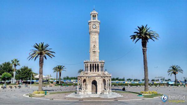 Часовая башня на Конаке в Измире