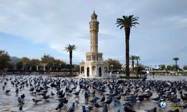Башня с часами на Конаке в Измире