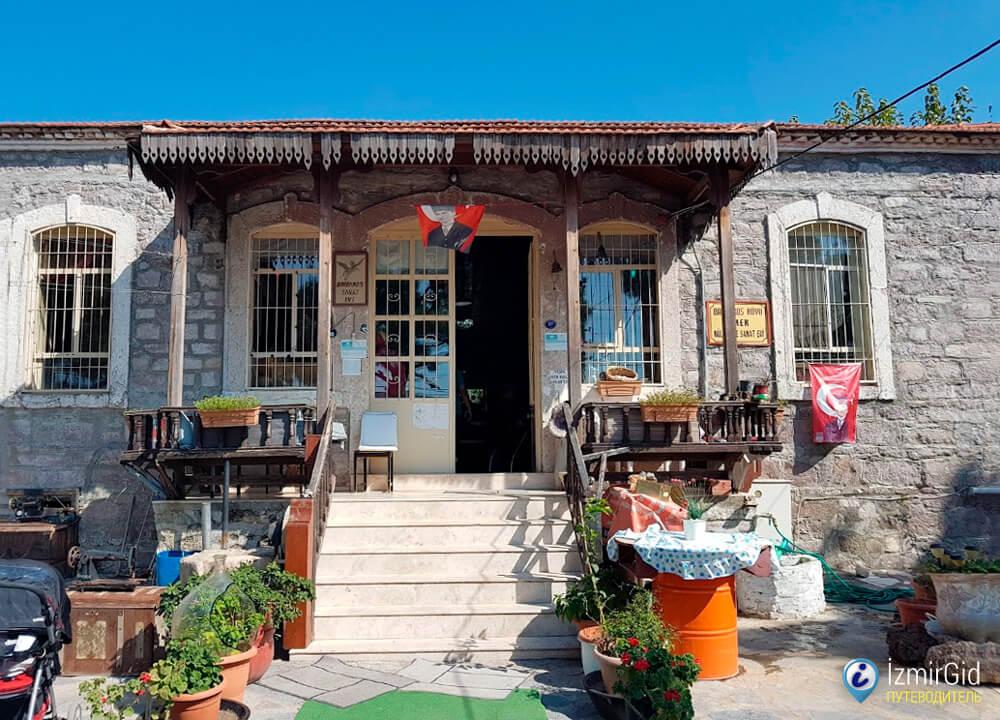Дом труда, культуры и искусства деревни Барбарос, Измир