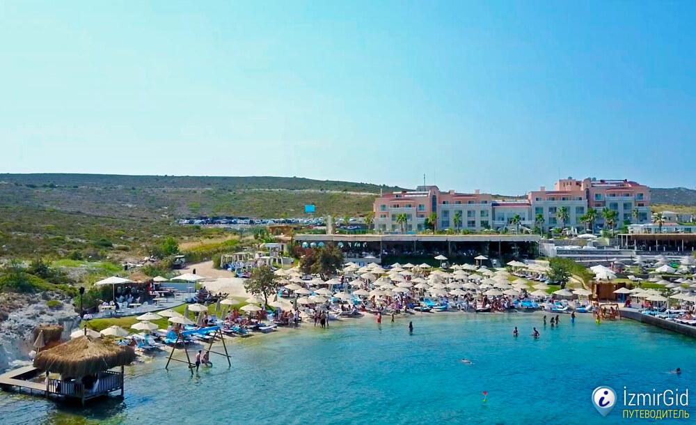 Пляжный клуб Spiaggia Grande (Scatola Alaçatı Beach) в Алачаты