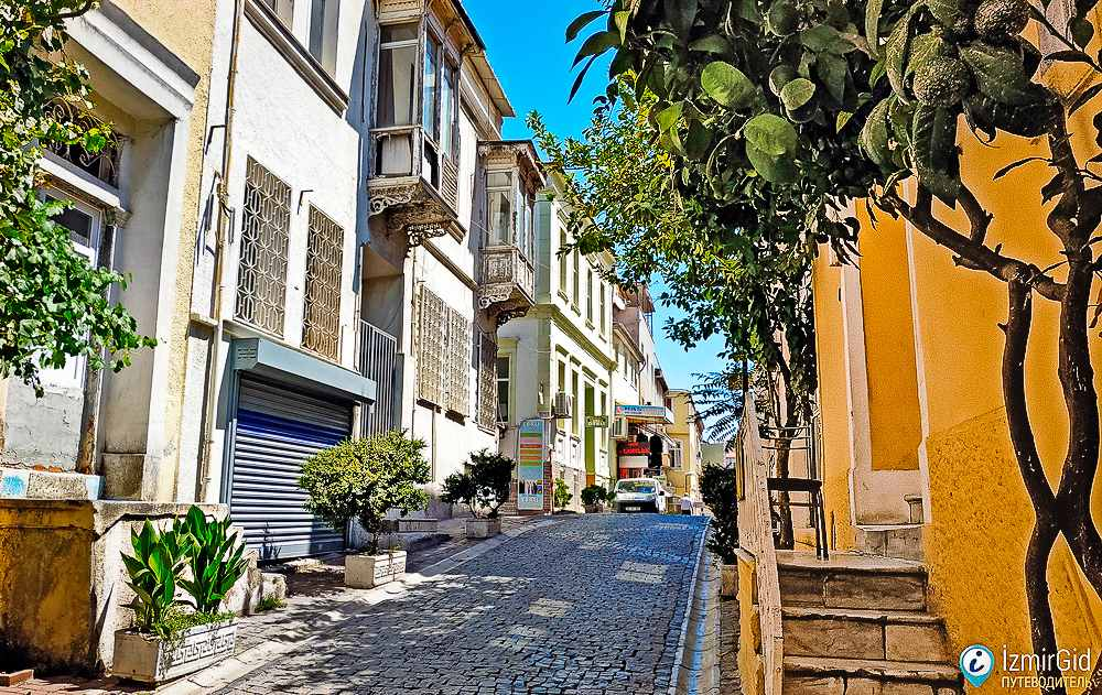 Улица отелей, район Басмане в Измире