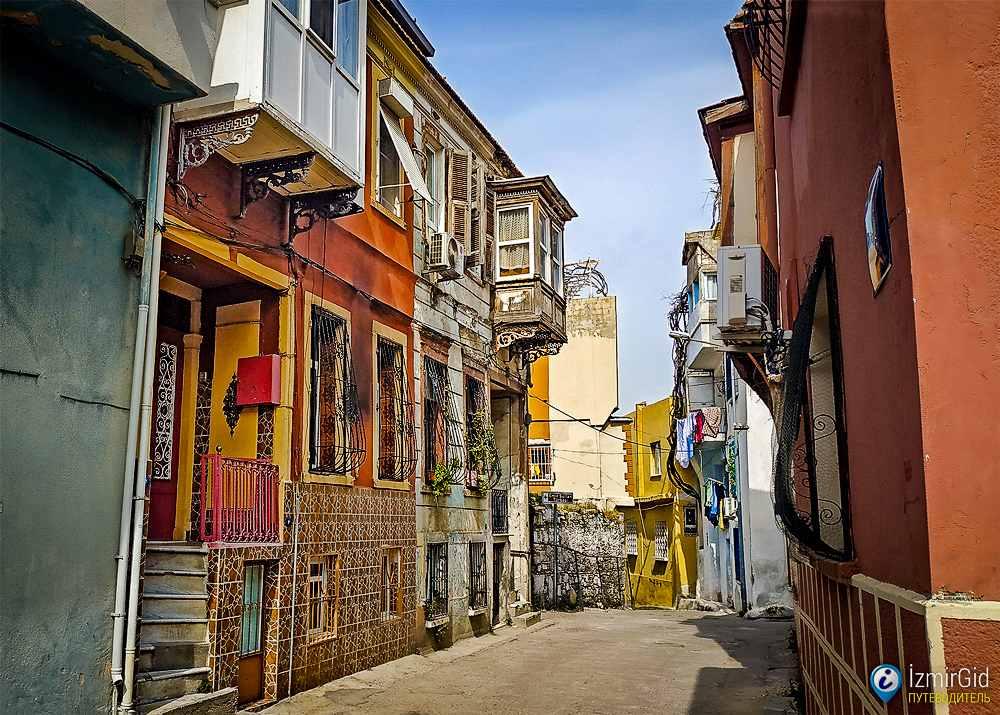 Нетуристический район Басмане в Измире